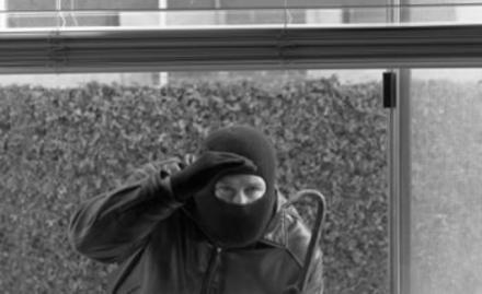 burglar-with-crowbar